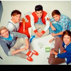 One direction makes every other guy seem unattractive, but they don't make each other look that way! Love My Best Friend, I Love You All, That Way, Fetus One Direction, I Love One Direction, Harry Styles 2011, The Girlfriends, Celebs, Celebrities