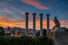 Blick vom MNAC auf den Placa espanya, den Springbrunnen Font magica und die venezianischen Türme