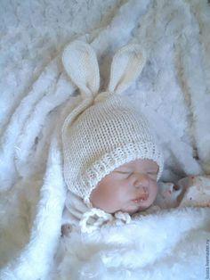 Купить Шапочка Зайка - на выписку, на выписку из роддома, подарок на рождение, вязание спицами, вязаная шапочка