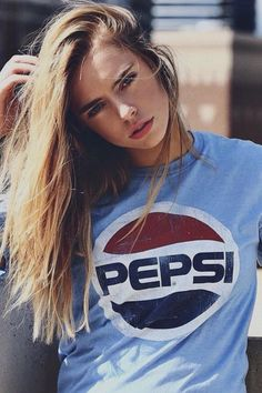 Top 20 Best Models Looks Hot in Coke, Pepsi & Coca Cola Shirt - Top 10 Ranker Pepsi, Fashion Photography Poses, Portrait Photography, Look Cool, Cool Style, Tmblr Girl, Coca Cola Shirt, Foto Instagram, Model Look