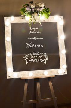 LUSTRO Z ŻARÓWKAMI – tablica weselna. Efektowny Ślub