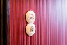Ein Detail: Die neu installierten Lichtschalter wurden nach historischem Vorbild ausgesucht.