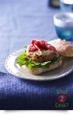 Chicken, Cheese and Sundried Tomato Burgers: Burgers with extra bang! Easy Dinner Recipes, Great Recipes, Easy Meals, Dinner Ideas, Mexican Sour Cream, French Dip, Spaghetti Sauce, Meals For Two, Family Meals