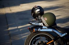 Over 100 of the Coolest Pinstriping Designs you have ever seen - Ölfass - Motorrad Modular Motorcycle Helmets, Open Face Motorcycle Helmets, Custom Motorcycle Helmets, Women Motorcycle, Motorcycle Memes, Racing Helmets, Bobber Motorcycle, Motorcycle Clubs, Victory Motorcycles