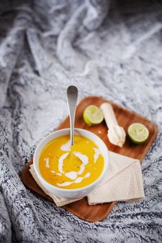 Soupe carotte coco citron Curry Coco, Soup Recipes, Healthy Recipes, Healthy Food, Food Presentation, No Cook Meals, Entrees, Gluten, Dairy Free