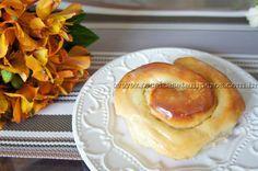Saindo do forno um pãozinho doce quentinho com recheio de creme.... Aquele sabor fresquinho da padaria agora na sua casa. Vale a pena preparar essa delícia! Leia mais...