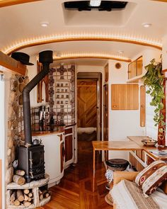 Bus Living, Tiny House Living, Caravan Living, Living Rooms, School Bus Tiny House, Kombi Home, Van Home, Bus Life, Van Interior