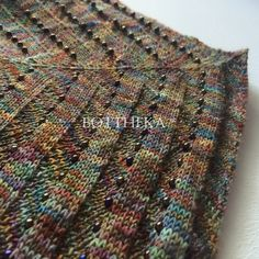 Eozinaleaf hand knitted & beaded shawl by Botthéka Crochet Needles, Beading Needles, Sewing Needle Sizes, Circular Needles, Stockinette, Needles Sizes, Stitch Markers, Diamond Shapes, Hand Knitting
