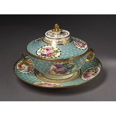Sauce tureen, cover and stand Place of origin:Swansea, Wales (made)  London, England (decorated)Date:1814-1826 (made)Artist/Maker:Swansea Pottery (manufacturer)  Robins and Randall (probably, decorator)Materials and Techniques:Soft-paste porcelain painted with enamels and gilded