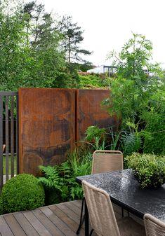 Urban Garden Design, Garden Landscape Design, Garden Privacy Screen, Privacy Walls, Garden Fencing, Fence Design, Patio Design, Backyard Plants, Steel Art