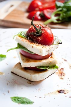 A twist to the usual caprese salad - I'm not letting Summer go just yet. Healthy Salad Recipes, Healthy Snacks, Vegetarian Recipes, Salad Presentation, Main Course Dishes, Simply Recipes, Caprese Salad, Indian Food Recipes, Food To Make