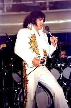Elvis on stage in Charlotte in february 20 1977.