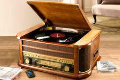 Nostalgisch muziek center met platenspeler en cassettedeck. Vinyl is weer helemaal hot, leek het erop dat alles digitaal zou worden, het volle analoge geluid is voor velen nog steeds het mooiste,  MEER  http://nl.popsfl.com/?p=11937