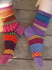 Ravelry: KnittingSuzanne's Sarah's Bazaar Socks-going to make these soon! Crochet Socks, Knit Or Crochet, Knitting Socks, Hand Knitting, Knitting Patterns, Knit Socks, Crochet Patterns, Ravelry, Cozy Socks