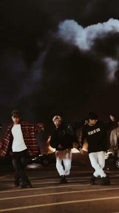 Foto Jungkook, Foto Bts, Bts Taehyung, Bts Jimin, Omi Cheerleader, Bts Song Lyrics, J Hope Dance, Die Beatles, Kpop Gifs
