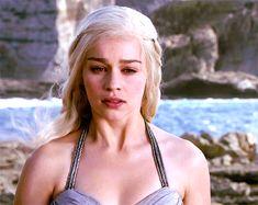 Daenerys Targaryen Aesthetic, Emilia Clarke Daenerys Targaryen, A Dance With Dragons, Mother Of Dragons, Heart Iphone Wallpaper, Game Of Thrones Funny, Female Character Inspiration, Khaleesi, Badass Women