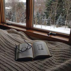 Delectează-te cu o carte bună și lasă-ți imaginația să zboare #lafereastrata