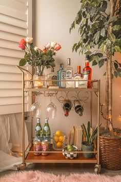 Time for an upgrade - bar cart edition. I've put together seven small, simple ways to improve and update your bar cart to turn it into a home focal point. Apartment Bar, First Apartment, Apartment Living, Home Bar Decor, Bar Cart Decor, Bandeja Bar, Bar Cart Styling, Living Room Decor, Big Living Rooms