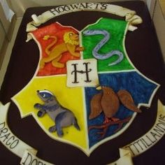 This one is gorgeous, but beyond my skill.  Wish it was in the budget to get a cake like this ...