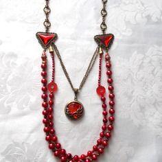 Sautoir rouge et bronze, perles nacrées, perles noires et rouges, perles irisées rouges