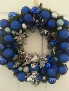 Mostly Blue Christmas wreath some silver- beautiful. Blue Christmas Decor, Silver Christmas Decorations, Royal Christmas, Christmas Colors, Christmas Themes, Christmas Holidays, Christmas Crafts, White Christmas, Diy Weihnachten