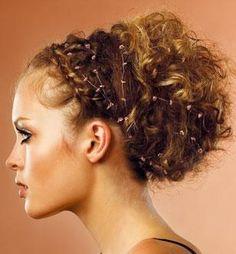 Résultat d'images pour chignon mariee cheveux tres frisé