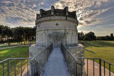 Places to see in ( Ravenna - Italy ) Mausoleo di Teodorico Ravenna Italy, Rimini Italy, Religious Architecture, Capital City, Roman Empire, Byzantine, Cemetery, Places To See, World