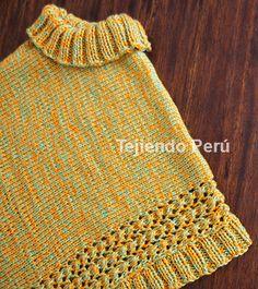 Poncho hecho con dos cuadrados tejidos en dos agujas o palitos para niñas