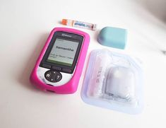 Change your the look of your OmniPod anytime! A happy customer changes hers with a Pod-change to a light blue one.