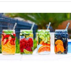So you can have the lemon infused water to gift yourself a wonderful well-shaped body. There are many detox lemon water recipes that you can prepare at home to lose weight and get that perfect 10 figure with a flat tummy. Bebidas Detox, Healthy Detox, Healthy Drinks, Healthy Recipes, Healthy Water, Easy Detox, Fruit Drinks, Beverages, Simple Recipes