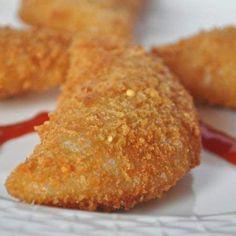 Prawn Rissoles- a Portuguese Snack Recipe Goan Recipes, Fish Recipes, Appetizer Recipes, Snack Recipes, Cooking Recipes, Appetizers, Shrimp Patties Recipe, Portuguese Recipes, Portuguese Food