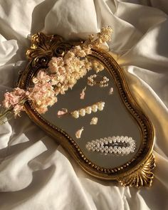 aesthetic accessories for room Classy Aesthetic, Brown Aesthetic, Aesthetic Vintage, Led Makeup Mirror, Mirror Mirror, Mirrors, Princess Aesthetic, Aesthetic Pictures, Wall Collage