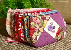 { cores e botes } (Gizoca) Tags: crazy handmade wallet sewing crafts sew fabric purse bible patchwork bolsa tecido costura bblia bolsinha botes necessaire pouche gizoca bolsinhapatchJacqueline Breder's media statistics and analyticsThe World's Best P Fabric Purses, Fabric Bags, Patchwork Bags, Quilted Bag, Handmade Wallets, Handmade Bags, Bag Quilt, Quilt Top, Sew Wallet