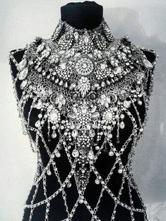 Would be fun to copy this idea with Irish crochet! - Women& jewelry and accessories - Would be fun to copy this idea with Irish crochet! Irish Crochet, Mode Inspiration, Body Jewelry, Chain Jewelry, Jewellery, Costume Design, Ideias Fashion, Fashion Accessories, Crochet Accessories