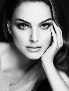 I chose this specific photo of Natalie Portman because it shows her simple beauty. Not only that, but I feel her makeup and the way she carries herself shows innocence, which is something Ophelia is supposed to have. However, we know Natalie Portman only Natalie Portman, Beautiful Celebrities, Beautiful Actresses, Gorgeous Women, Beautiful Eyes, Beautiful People, Beautiful Curves, Young Actresses, Hollywood Actresses