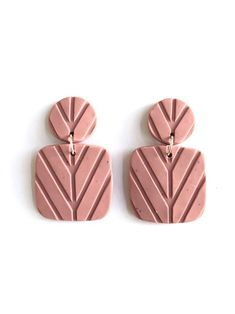 Most up-to-date No Cost polymer clay texture Tips Textured Dusty Rose Nina Clay Drop Earrings Terracotta Jewellery, Ceramic Jewelry, Modern Jewelry, Diy Jewelry, Jewelry Making, Staubige Rose, Dusty Rose, Polymer Clay Crafts, Polymer Clay Jewelry