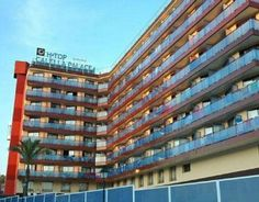H Top Calella Palace is a modern hotel located 600 metres from Calella Beach and offers indoor and outdoor swimming pools, a whirlpool and a rooftop sun terrace.
