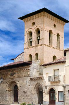 iglesia Santiago, Carrión. España. (siglo XII) Notre Dame, Mansions, House Styles, Building, Travel, Portal, 12th Century, Spain, Columns