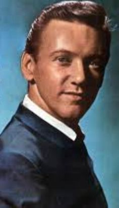 Bobby Hatfield ~ Born Robert Lee Hatfield August 10, 1940 in Beaver Dam, Wisconsin, US. Died November 5, 2003 (aged 63) in Kalamazoo, Michigan, US. American singer, best known as one half of the Righteous Brothers.