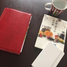 calm.notelife🤡. . これは何度も図書館で借りてるけど、何度借りてもまた読みたくなるので買いました . 体質チェックも載っていて、食材ごとにどんな体質の人が食べたらいいのか、どんな季節に食べたらいいのかなどわかりやすく解説してくれてます✨. . 私は水滞なので水滞にいい食べ物をつい探して読んじゃう😋. . 身近な食材から、こんなの食べたことない…って食材まで笑 . 見ているだけでも楽しい本です . これオススメ♡♡. . #ほぼ日 #ほぼ日手帳  #ほぼ日手帳カズン  #献立ノート #モレスキン #バレットジャーナル #自作手帳 #手帳 #手帳ゆる友 #手帳タイム#手帳好き #ノート好き #読書日記 #読書記録 #薬膳漢方の食材帳 #健康オタク2017/04/14 21:40:03