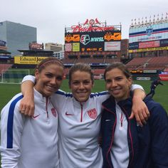 Alex Morgan, Kelley O'Hara, Tobin Heath at Busch Stadium. (Twitter)