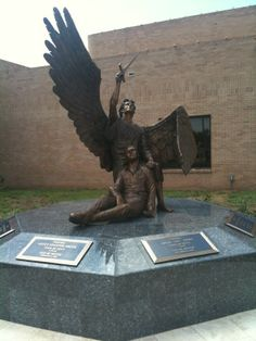 Odessa Police Fallen Officers Memorial Statue – Miracles from Nature Police Memorial, Veterans Memorial, Fallen Officer, Powerful Pictures, Iwo Jima, Stained Glass Projects, Patron Saints, Law Enforcement, Police Officer