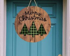 Christmas Signs, Christmas Projects, Christmas Door Hangers, Merry Christmas, Christmas Wood Crafts, Holiday Crafts, Rustic Wood Signs, Diy Wood Signs, Wooden Wreaths