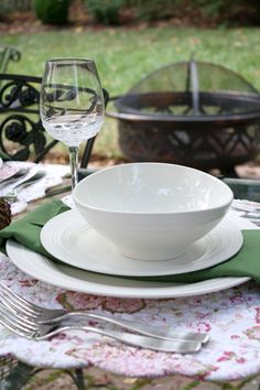 Loving the earthy feel of these table linens with Mikasa Swirl White Dinnerware. & Summer Tablescape and Mikasa Giveaway | Mikasa Flatware and Dinnerware