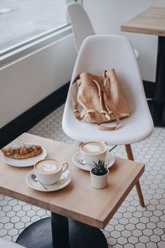 Who's a coffee addict? we sure are! Here's a round up of our favorite coffee spots in TO! Oatbox visits Hailed Coffee Shop in Toronto