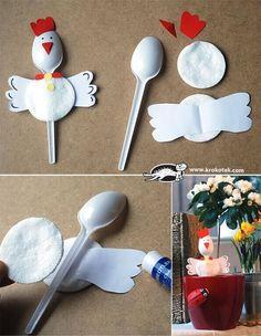 Hühnchen aus Plastiklöffeln basteln - DIY Projekte für Kinder zu Ostern