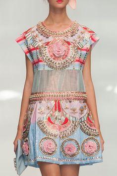 Manish Arora at Paris Fashion Week Spring 2015 - Details Runway Photos Gypsy Fashion, Couture Fashion, Runway Fashion, High Fashion, Womens Fashion, Fashion Trends, Paris Fashion, Fashion Spring, Manish Arora
