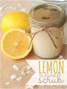 Easy DIY Lemon Sugar Scrub Did you know sugar contains natural alpha-hydrolic acids that exfoliate & soften your skin? Three ingredients is all you need to make this Lemon Sugar Scrub! Sugar Scrub Homemade, Sugar Scrub Recipe, Homemade Recipe, Diy Body Scrub, Diy Scrub, Hand Scrub, Zucker Schrubben Diy, Lemon Sugar, Lemon Oil