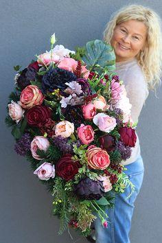 Modern Floral Design, Funeral Tributes, Memorial Flowers, Landscape Pictures, Growing Flowers, Gardening Tips, Floral Arrangements, Beautiful Flowers, Floral Wreath
