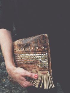 Clutch | gold [ handmade by jardim de vidro ]